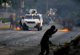 La manifestación opositora volvió a terminar con disturbios.
