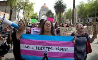 Protesta en Ciudad de México por asesinatos de transgéneros.