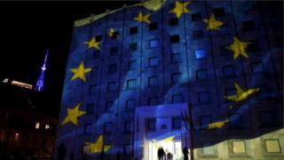 Avropa İttifaqı bayrağı Tbilisidə dövlət binaları üzərində
