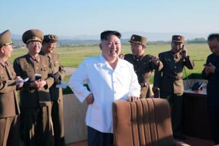 Jaribio hilo limetekelezwa siku moja baada ya taarifa kwamba kiongozi wa Korea Kaskazini Kim Jong-un alisimamia jaribio la teknolojia ya kudungua ndege 28 Mei 2017.
