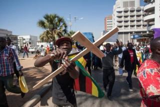 Waandamanaji wamtaka Mugabe ajiuzulu