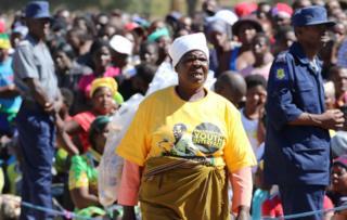 Masu goyon bayan shugaba Mugabe ke nan a wajen taron siyasa a Marondera Zimbabwe.