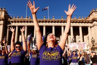 Avustralya'da düzenlenen Dünya Kadınlar Günü etkinliklerinden bir kadın.