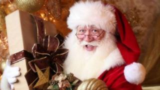 施密特·马特辛干装扮圣诞老人这一行已经6年了,而且是专业级的。