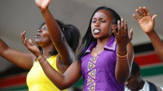 Christians pray on 5 April 2015 at Uhuru Garden in Nairobi, Kenya, to celebrate the Easter Sunday