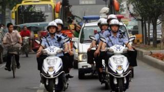 Các sỹ quan cảnh sát Tây An bị một phóng sự truyền hình địa phương cáo buộc là nóng tính