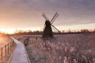 A frosty sunset at Wicken Fen