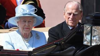 Герцог Единбурзький з'явився на публіці поруч з королевою у суботу