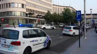 الشرطة أمام محطة القطارات المركزية في بروكسل