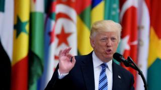 ABD Başkanı Donald Trump, ilk yurtdışı ziyaretini Mayıs ayında Suudi Arabistan'a düzenlemiş, ABD-Arap ve İslam Ülkeleri Zirvesi'ne katılmıştı.