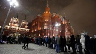 L'enfant de dix ans récitait le monologue de Hamlet au centre de Moscou