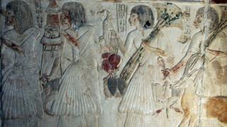 نقوش لسيدات من مصر القديمة