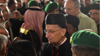 البطريرك بشارة الراعي وسط مستقبليه في الرياض