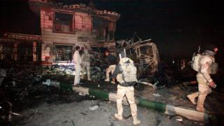 Saldırıda hasar gören restoran ve benzin istasyonu