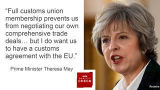 メイ首相は、「関税同盟への完全な参加は、我々独自の包括的な貿易協定の交渉を阻害する。(中略)しかし、EUとは関税に関する取り決めで合意を得たい」と述べた