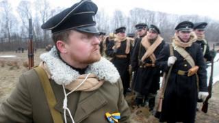 29 января в Украине отмечается годовщина боя под Крутами в 1918 году между силами Центральной Рады УНР и большевиками (фото реконструкции 2009 года)