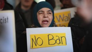 Protestas en contra de la prohibición de viajes de extranjeros a Estados Unidos.