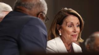 نانسی پلوسی، از اعضای ارشد حزب دموکرات در مجلس نمایندگان آمریکا