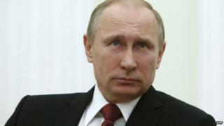 Xeerka uu Putin saxiixay ayaa Ruushka u saamaxaya inuu ka baxo Maxkamadda ICC.