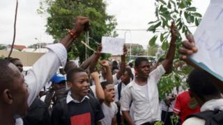 Wanafunzi waandamana wakipinga kutolewa kwa ardhi ya shule yao kwa ubalozi wa China DRC