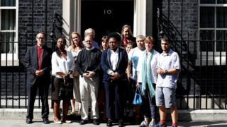 Qaar ka mid ah dadkii Theresa May kula kulmay xafiiskeeda 10 Downing Street