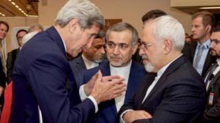 جان کری وزیر امور خارجه وقت آمریکا و محمودجواد ظریف وزیر خارجه ایران در جریان مذاکرات هستهای که نزدیک به دو سال طول کشید