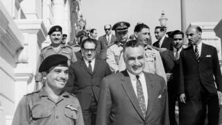 30 Mayıs 1967: Kral Hüseyin ve Nasır Ürdün-Mısır savunma anlaşmasını imzaladıktan sonra