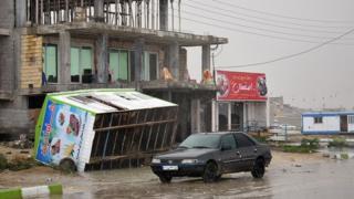 طغیان آب دریا در سواحل بوشهر