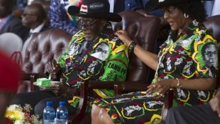 Inta badan kursiga kama kacaynin Mugabe.