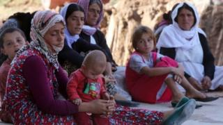 إزيديات فررن من منازلهن بعد اعتداءات تنظيم الدولة
