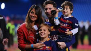 Messi və uşaqlarının anası