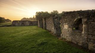 В лондонском районе Эбби Вуд можно увидеть развалины находившегося здесь в XII веке аббатства