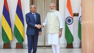 Il sera financé par un don indien de 9,9 milliards de roupies (240 millions d'euros) et la différence par une ligne de crédit à des conditions avantageuses ouvertes par le même gouvernement indien.