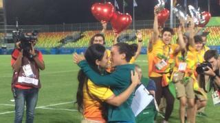 Une joueuse de rugby demandée en mariage par sa petite amie sur le terrain
