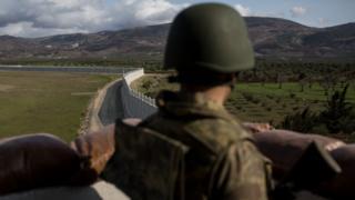 Suriye sınırında nöbet bekleyen asker