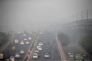 Traffic drives through smog in Delhi, India November 7, 2016.