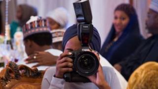 woman wey hold camera