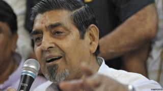 Congress leader Jagdish Tytler gestures as he addresses a press conference in New Delhi on April 9, 2009.