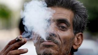 In this picture taken May 31 2007, An Indian man smokes a 'bidi?, a leaf hand-rolled with tobacco in New Delhi. I