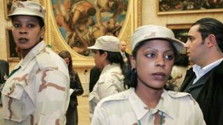 Телохранительницы Каддафи в Лувре