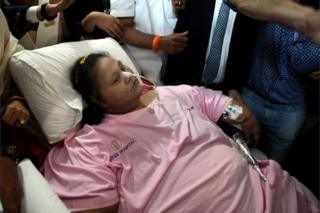 """Eman Ahmed, who was possibly the world""""s heaviest woman, leaves Saifee hospital, in Mumbai, India, 04 May 2017."""