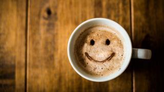 咖啡和笑臉奶泡