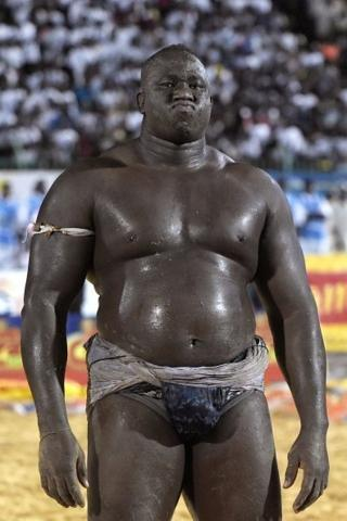 ce colosse de 1m95 et 135 kilos a raflé 19 victoires