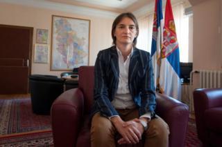 Ana Brnabiç daha önce de kamu yönetimi ve yerel yönetimlerde görev almıştı
