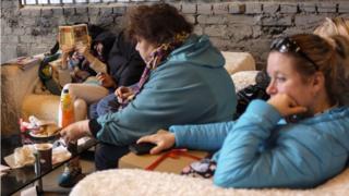 Родители ждут детей на Видфесте