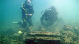 divers at Zakynthos
