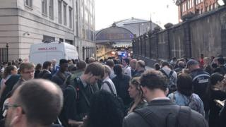 2,000 people outside Paddington after evacuation