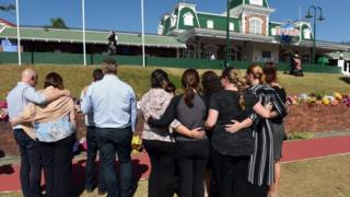 Mourners outside Dreamworld on the Gold Coast (27 Oct 2016)