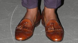 बिना मोज़े के जूते न पहने