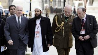 المناطق التي تقع تحت نطاق الطبيبة الشرعية بها أكبر عدد من السكان المسلمين واليهود في بريطانيا